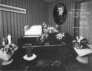 Floral tributes to Anna Schifferens Trausch, wife of Thomas Trausch,  Feb 20, 1858 Aug 24, 1921 63 years, 6 months, 4 days