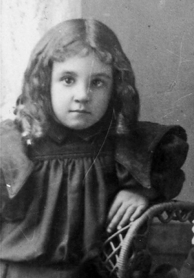 Leona Bassett aged about four years.